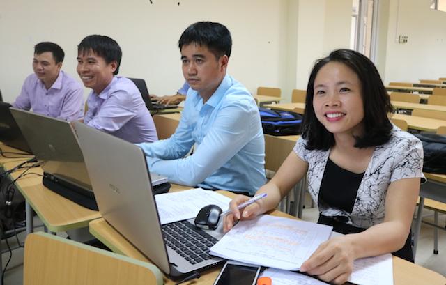 Giáo viên tự bồi dưỡng trên LMS và qua sinh hoạt chuyên môn tại trường