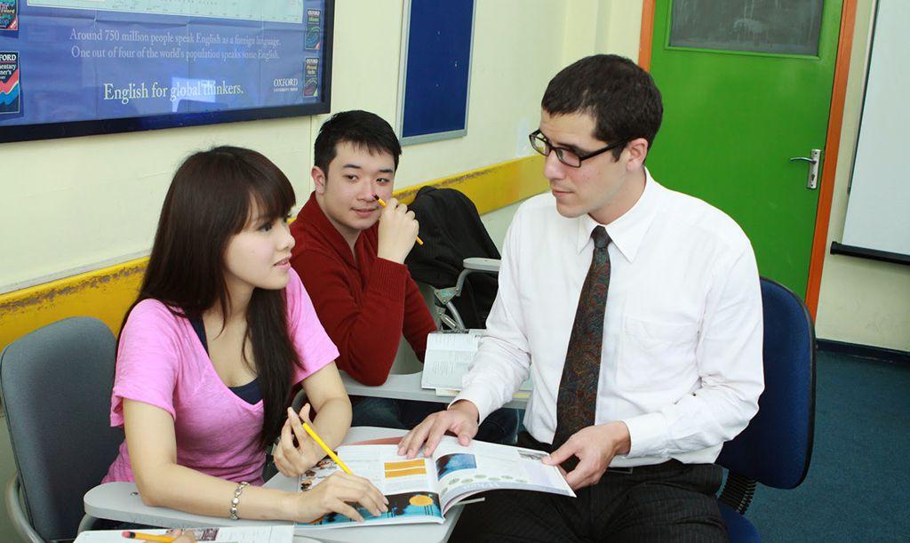 Bồi dưỡng, phát triển giáo viên dựa vào nhà trường
